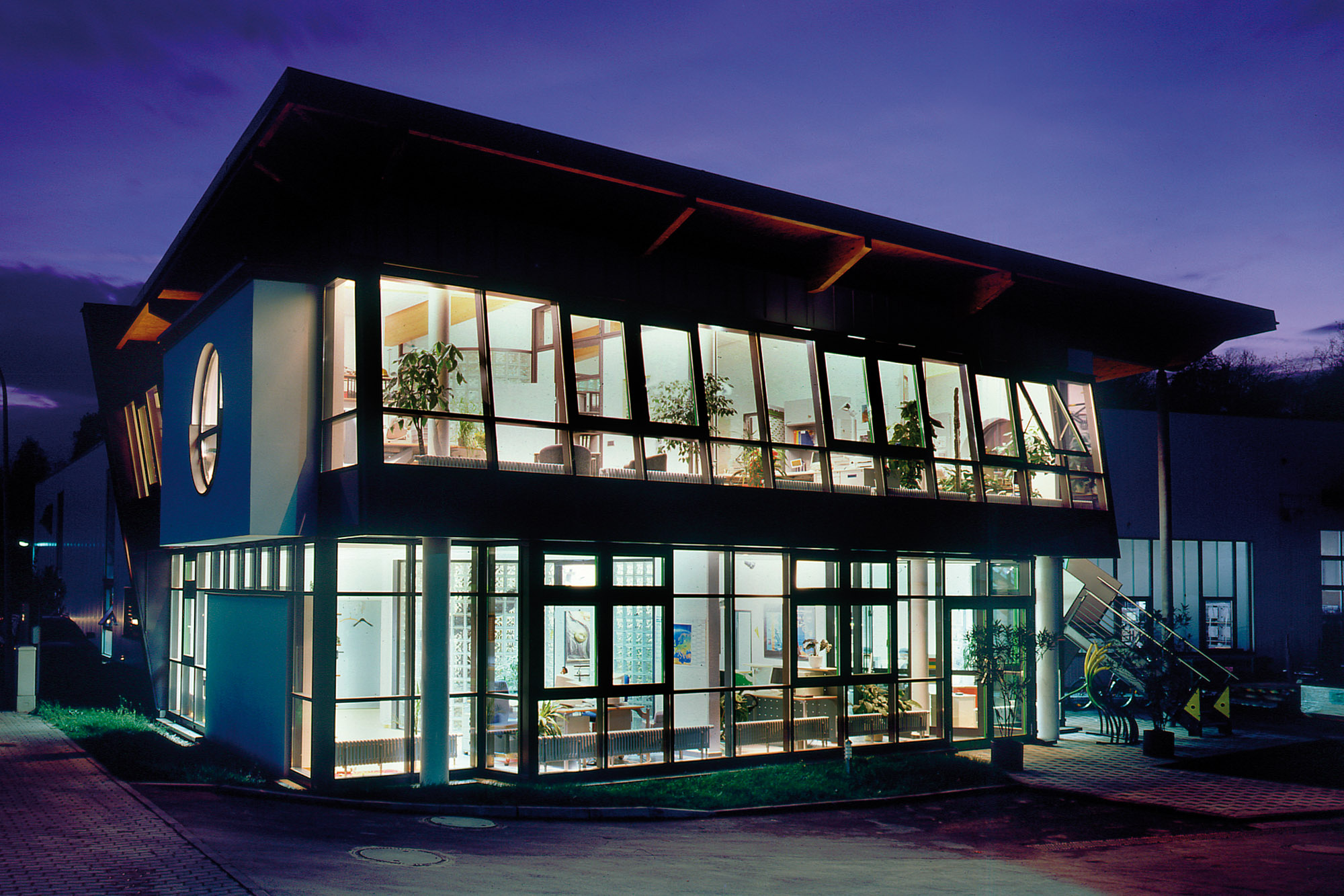 Aussenansicht der Rockenstein Gebäudes, den Experten in Sachen Lackiertechnik und Oberflächenbeschichtung